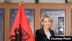 Ministrja e mbrojtjes e Shqipërisë Mimi Kodheli