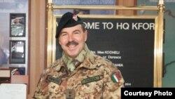 Komandanti i forcave paqeruajtëse të NATO-së në Kosovë, gjeneralmajori Salvatore Farina (Ilustrim)
