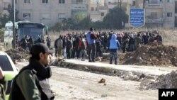 Սիրիա - Ապստամբները կառավարության հետ ձեռք բերված համաձայնությամբ լքում են Հոմս քաղաքի՝ մինչ այժմ իրենց վերահսկողության տակ մնացած վերջին թաղամասը, 9-ը դեկտեմբերի, 2015թ․