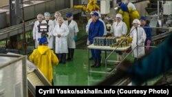Прямое включение в рамках прямой линии с Путиным из рыбокомбината в Озерске