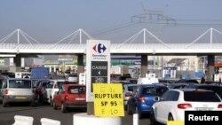 صفهای طولانی در جایگاههای سوخت فرانسه