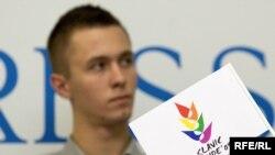 Борец за права геев Сергей Андросенко из Белоруссии на пресс-конференции в Москве