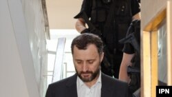 Fostul premier Vlad Filat, escortat de poliție, Chiținău, 10 august 2017