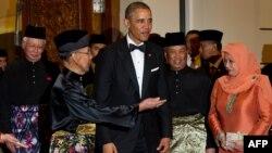 Obamanı Malayziyanın kral ailəsi qarşılayıb.