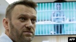 """Алексей Навальный и его брат Олег (по видеосвязи из СИЗО """"Бутырка"""") на заседании суда 17 февраля 2015 года"""