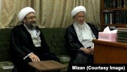 آیتالله محمد اسحاق فیاض (راست) در دیدار با صادق لاریجانی در شهر نجف عراق.