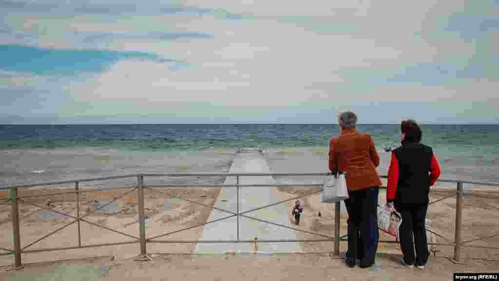 Вид на море с набережной Парка Победы