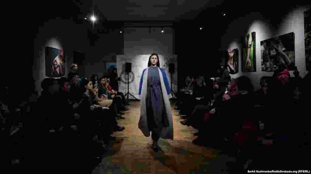 В усьому світі 1 лютого відзначають День хіджабу. У Криму в цей день традиційно проходить показ одягу кримськотатарського бренду Qara biber. Однак цього року його засновниця Роміна Аблаєва вирішила перенести показ в українську столицю