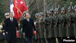Թուրքիայի նախագահը Անկարայում ընդունում է Ֆրանսիայի նախագահին, 27-ը հունվարի, 2014թ․, Associated Press-ի լուսանկարը տրամադրել է «Ֆոտոլուր»-ը