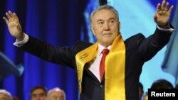 Президент Казахстана Нурсултан Назарбаев на форуме своих сторонников по случаю его победы на выборах президента. Астана, 4 апреля 2011 года.