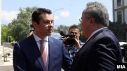 Архива: Средба на министрите за надворешни работи на Македонија и Грција, Никола Попоски и Никос Коѕијас.
