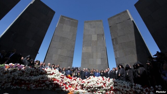 Armenia - An official ceremony at the Tsitsernakabert memorial in Yerevan marking the 99th anniversary of the Armenian genocide in Ottoman Turkey, 24Apr2014.
