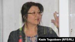 Оппозициялық Nakanune.kz сайтының редакторы Гузял Байдалинова сот залында. Алматы, 13 мамыр 2016 жыл.