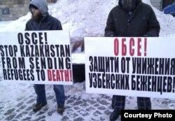 Қазақстаннан өзбек босқындарын отандарына қайтаруына наразы адамдар. Швеция, 30 қараша 2010 жыл. (Көрнекі сурет)