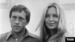Володимир Висоцький і його дружина, французька актриса Марина Владі під час круїзу. 1979 рік