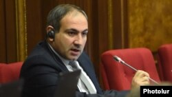Armenia - Opposition deputy Nikol Pashinian speaks in the parliament, Yerevan, 1Dec2014..