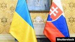 Флаги Украины и Словакии, иллюстрационное фото