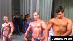 Bodybuilding in Dushanbe -- and high on life?