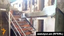 Տավուշի մարզի Այգեպար գյուղում հակառակորդի կրակի հետևանքով այրված տուն, 10-ը օգոստոսի, 2014թ.