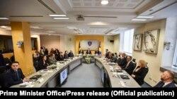 Foto nga mbledhja e parë e Qeverisë së re të Kosovës.