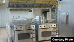 """Кухня в одной из московской школ, которую обслуживает """"Конкорд"""""""
