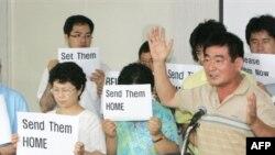 دولت کره جنوبی برای آزادی شهروندان خود تحت فشار افکار عمومی قرار دارد.