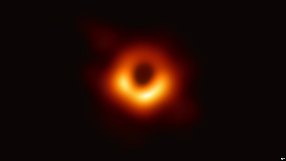 Астрофизики впервые показывают изображение черной дыры (трансляция)