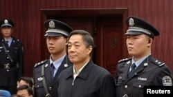 Миллиардерди буга чейин камалган саясатчы Бо Силай коргоп келгени айтылууда.