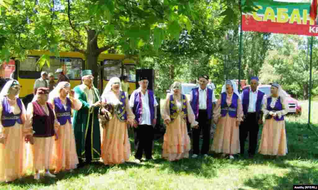 Ялтадан «Акчура» татар үзәге үзенең ансамбле белән килеп Сабантуйның тагын бер бизәге булды.