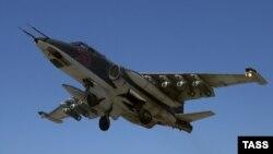Российский военный самолет в небе над Сирией