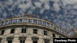 Никому не ведомо, сколько еще стоять на престижнейшем месте абхазской столицы «сухумскому Колизею»