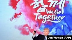 Donald Trump Cənubi Koreyada rəsmi naharda