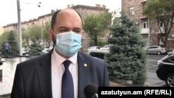 Education Minister Arayik Harutiunian (file photo)