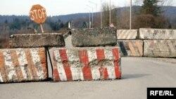 После войны 2008 года дорогу на Цхинвали здесь наглухо перекрыли, так что ни о какой торговле не могло и быть речи