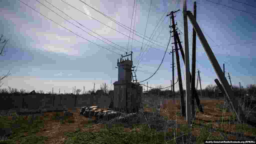 """""""Сердце Водяного"""" – электрическая подстанция, от которой питается вся деревня и частично украинские военные, которых здесь немало."""
