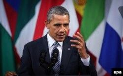 """Барак Обама произносит речь в центре искусств """"Бозар"""" в Брюсселе вечером 26 марта"""