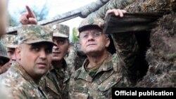 Պաշտպանության նախարար Սեյրան Օհանյանը սահմանամերձ զորամասեր այցելության ժամանակ, արխիվ