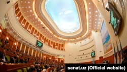 Сенат мажлислар зали (архив сурати).