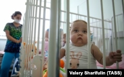 "Babies at the Shumakov Federal Research Center await organ transplants. Russian transplant patients say they're being used as ""lab rats"" as the government cuts costs by buying unproven generic drugs. (file photo)"