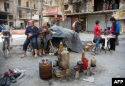Люди, що лишились в місті, переробляють пластик на паливо. Східний Алеппо, 27 листопада 2016 року