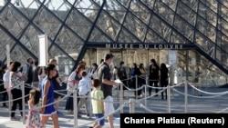 Paris, 2020.