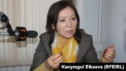 Депутат Урмат Аманбаева өзүнө тагылган айыптарды четке кагып келүүдө.