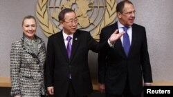 U.S. Secretary of State Hillary Clinton (left), UN Secretary-General Ban Ki-moon (center), and Russian Foreign Minister Serge Lavrov at the UN on March 12