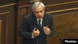 Armenia - Former Foreign Minister Vartan Oskanian addresses the National Assembly, Yerevan, 1Oct2012.