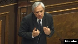 Armenia - Former Foreign Minister Vartan Oskanian addresses the National Assembly, Yerevan, 01Oct2012.