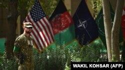 Un militar american la o ceremonie la Kabul