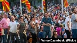 Влатко Васиљ на протестите на Шарената револуција на 5 мај 2015
