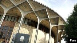 مجسمه شهریار در تئاتر شهر تهران به سرقت رفته است.