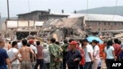 بر اثر این انفجار ساختمان دو طبقه کلوب فرو ریخت.