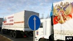 Грузовики с российской гуманитарной помощью пересекают границу Украины